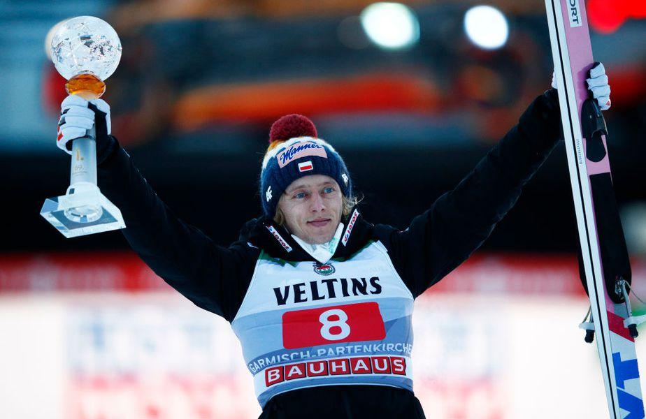 Reprezentanții Poloniei au dominat etapa secundă din Turneul celor Patru Trambuline, cea de la Garmisch-Partenkirchen. Dawid Kubacki (30 de ani), campionul ediției precedente, s-a impus și a stabilit un nou record al trambulinei.