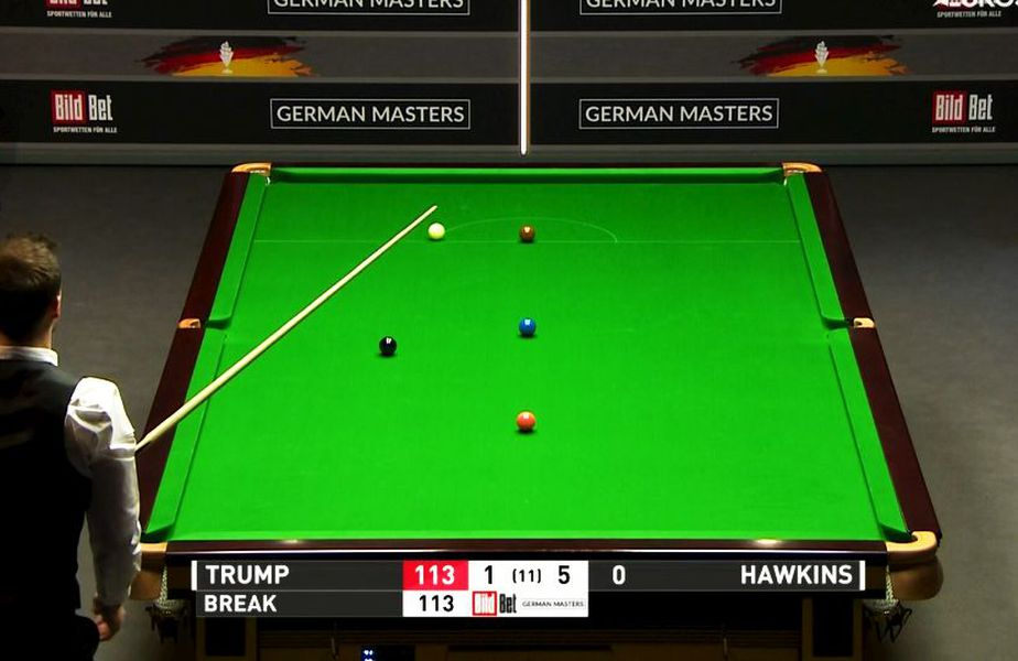Englezul Judd Trump, campion mondial de snooker, a reușit o lovitură extraordinară în semifinalele Mastersului German, contra compatriotului Barry Hawkins.