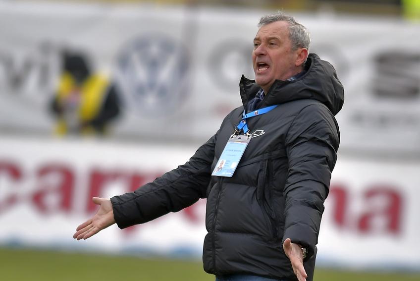 Rednic (59 de ani în aprilie) e cel mai în vârstă antrenor dintre cei care activează acum în Liga 1