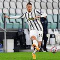 """Juventus a anunțat că Leonardo Bonucci (33 de ani, fundaș central) a fost testat pozitiv la coronavirus. Astfel, stoperul român Radu Drăguşin (19) poate intra în echipa """"Bătrânei Doamne"""" în meciul cu Torino de sâmbătă, din Serie A."""