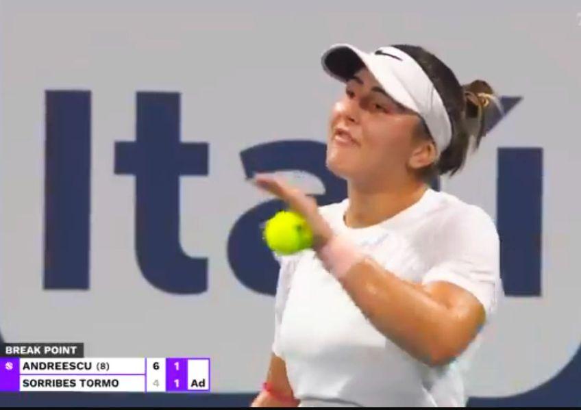 Bianca Andreescu (20 de ani, 9 WTA) a învins-o pe Sara Sorribes Tormo (24 de ani, 58 WTA), scor 6-4, 3-6, 6-3, și s-a calificat în semifinalele turneului Premier Mandatory de la Miami.
