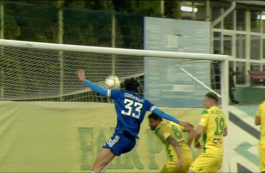 Andrea Compagno (24 de ani), atacantul italian al celor de la FC U Craiova 1948, a ratat o șansă rarisimă în minutul 11 al deplasării de la Mioveni, la scorul de 0-0. FOTO: Captură @TV Telekom Sport
