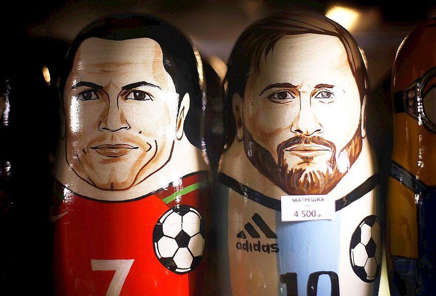 Cristiano Ronaldo și Messi în două papuși din Rusia, foto: Guliver/gettyimages