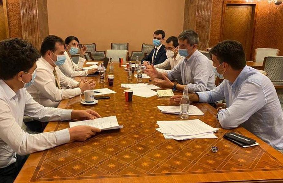 PNL și USR au avut azi-noapte o ședință în care au stabilit candidați comuni pentru toate primăriile de sector din București.