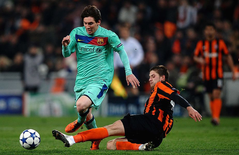 Iaroslav Rakiţki în duel cu Leo Messi