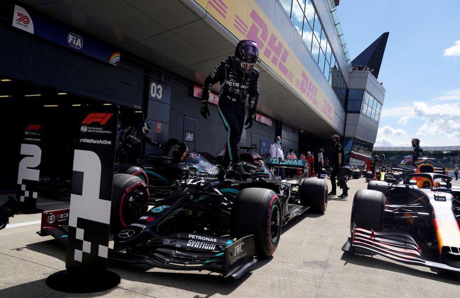 Lewis Hamilton ieșind din mașină la încheierea calificărilor Foto Guliver/GettyImages