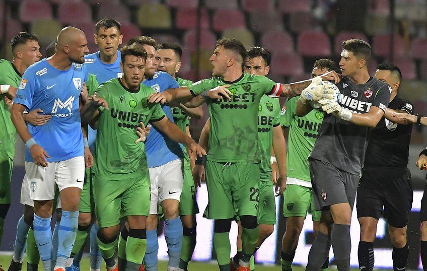 Jucătorii lui Dinamo sunt nemulțumiți de situația din club // FOTO: Imago