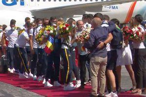 Medaliații olimpici de la canotaj s-au întors în România! Ministrul Novak nu a venit + Lipă s-a luat de ministrul Transporturilor