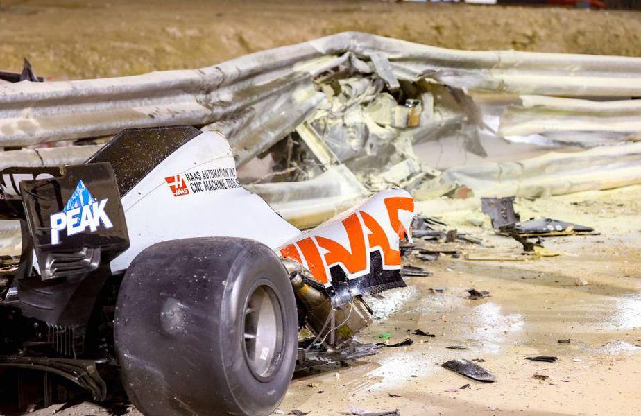 Resturi din monopostul lui Grosjean, după impact. Sursă foto: Imago