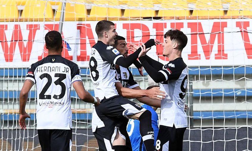 Roberto D'Aversa (45 de ani), antrenorul celor de la Parma, a lăudat devotamentul lui Dennis Man (22 de ani) și Valentin Mihăilă (21 de ani).