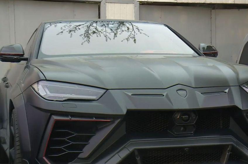 Lamborghini Urus, mașina lui Mirel Rădoi // foto: captură Telekom Sport