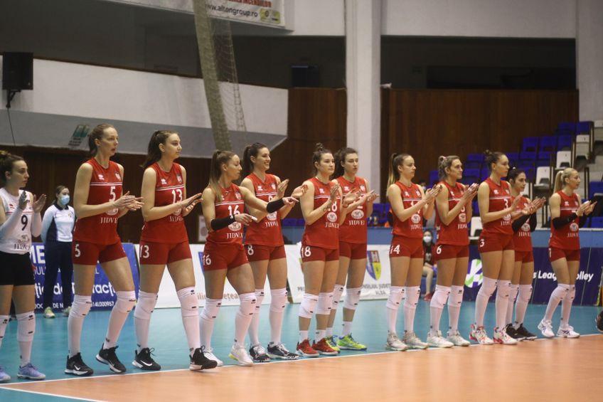 Jucătoarele de la CSM Volei Alba Blaj bucuroase la finalul meciului tur FOTO cev.eu