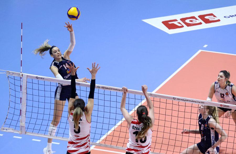 Alexia Căruțasu (Sistem9 Yesilyurt Istanbul) a adunat 47 de puncte în primul meci din duelul cu THY Istanbul  FOTO cev.eu