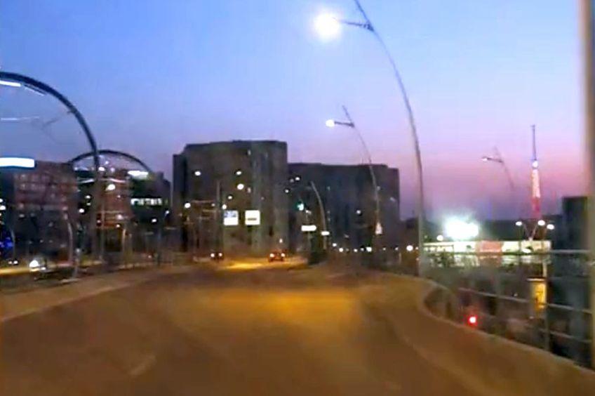 Traficul din București a scăzut dramatic de când pandemia de coronavirus îi obligă pe mulți dintre locuitorii Capitalei să lucreze de acasă.