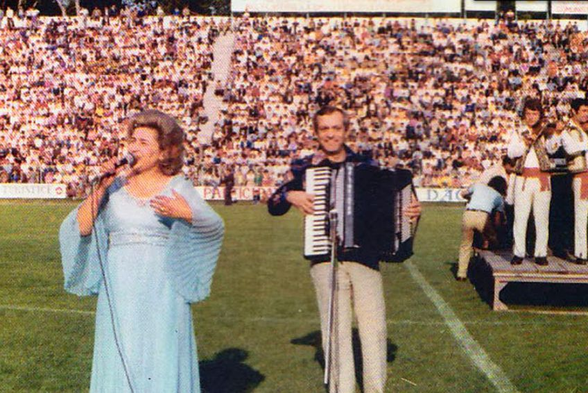 Gabi Luncă, pe stadionul din Râmnicu Vâlcea. Sursă foto: www.lautarie.com