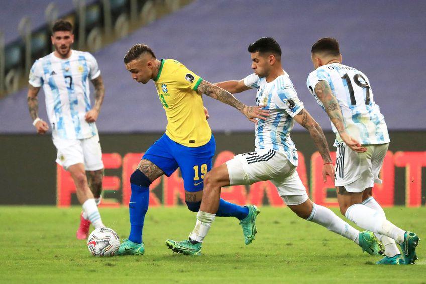 Cristian Romero luptă pentru balon în finala Copa America 2021 // foto: Guliver/gettyimages