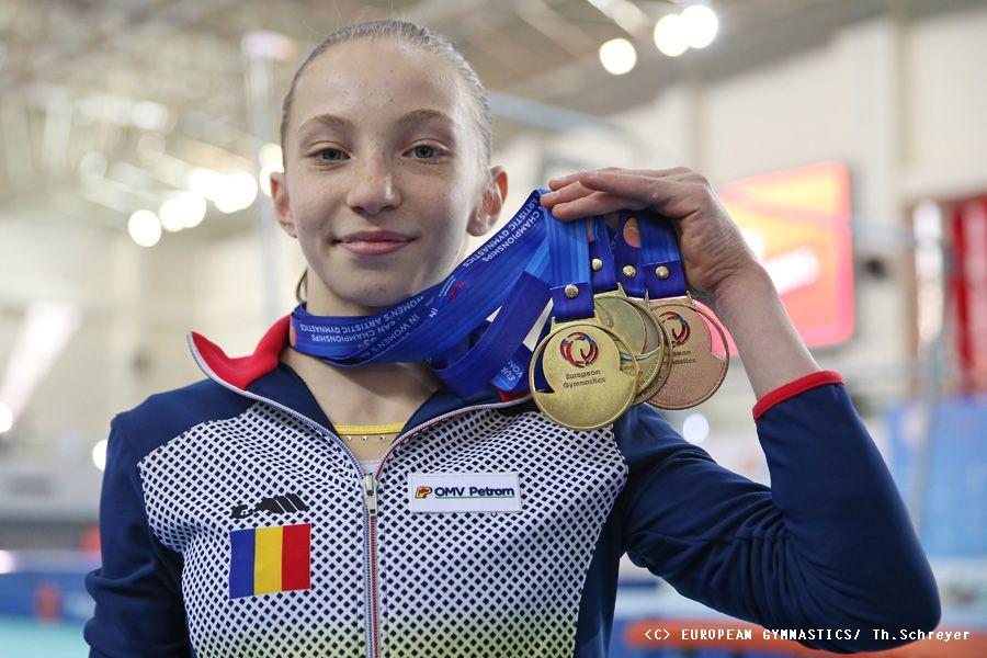 Ana Maria Bărbosu și cele patru medalii de aur cucerite de ea în finalele pe aparate FOTO Imago-Images