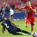 """Robert Lewandowski (roșu) a fost desemnat """"cel mai bun fotbalist al anului"""" la gala FIFA // foto: Guliver/gettyimages"""