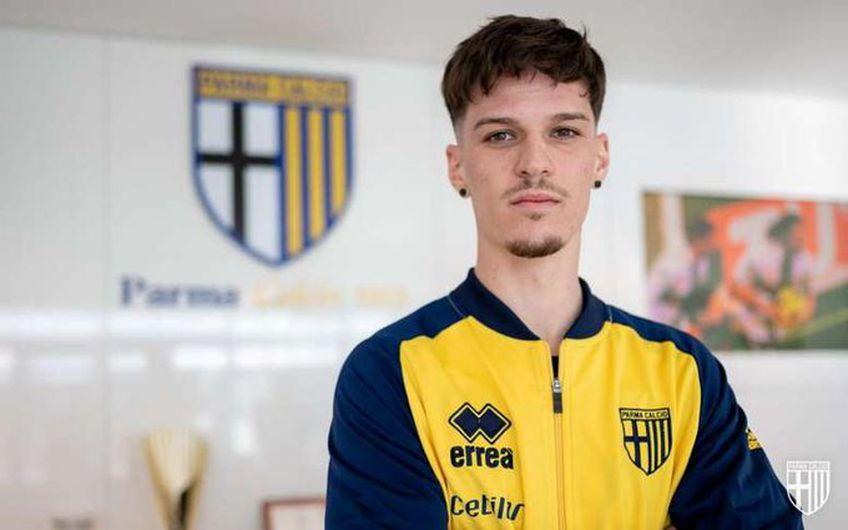 """Dennis Man (22 de ani) a răspuns ziariștilor la conferința oficială de prezentare și a confirmat că idolul său e Adrian Mutu: """"Parma e o echipă puternică și cu o istorie mare. Sunt nerăbdător să reușesc!""""."""