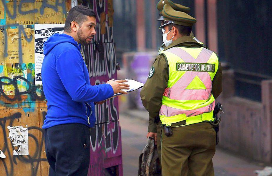 """Marea Britanie se gândește la soluția implementării unui """"pașaport imunitar"""". // Santiago de Chile, foto: Guliver/Getty Images"""