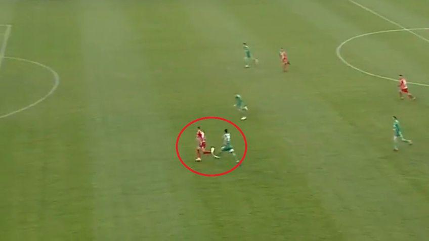 Momentul în care Bouhenna îl faultează pe Buhăcianu / Captură TV @Look Sport