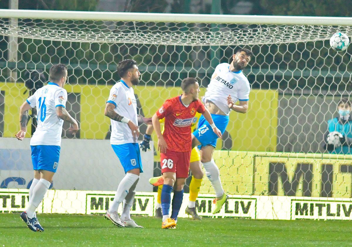 FCSB a schimbat liniile la pauza meciului cu Craiova