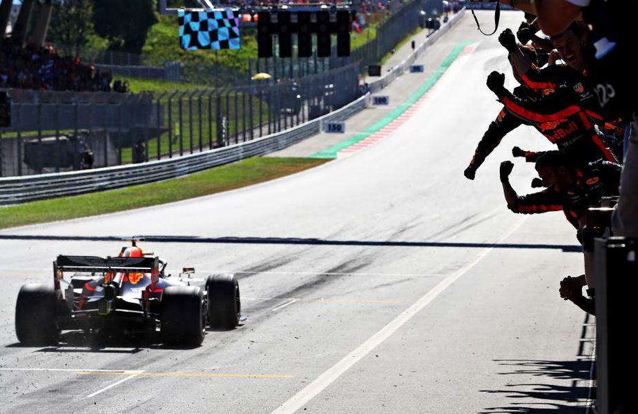 Max Verstappen trecând primul linia de sosire anul trecut în Austria Foto Guliver/GettyImages