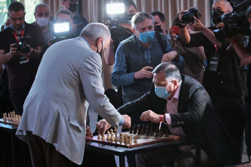 Ion Crăciunescu vs. Garry Kasparov // FOTO: Dumitru Angelescu