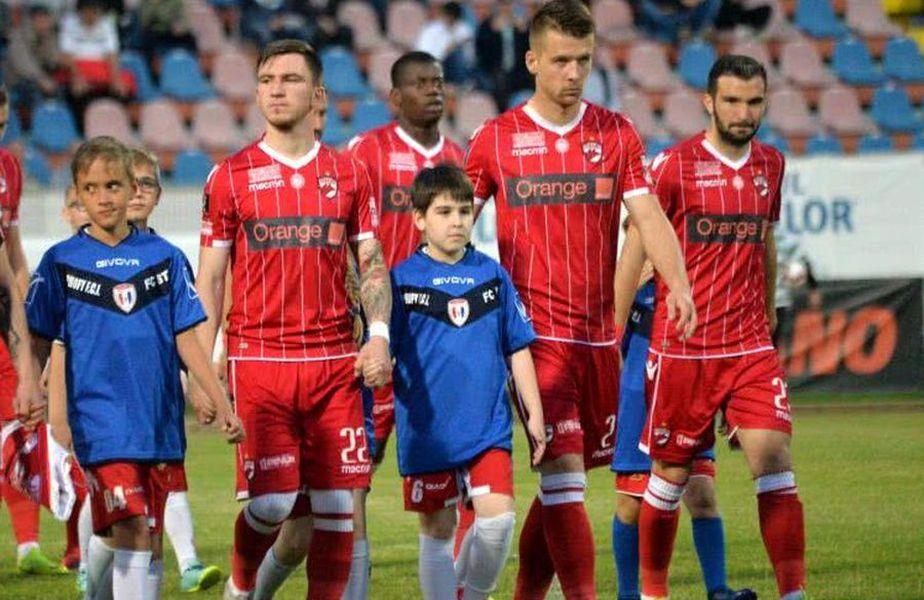 Ionuț Șerban, dreapta imaginii, a semnat prelungirea cu Dinamo