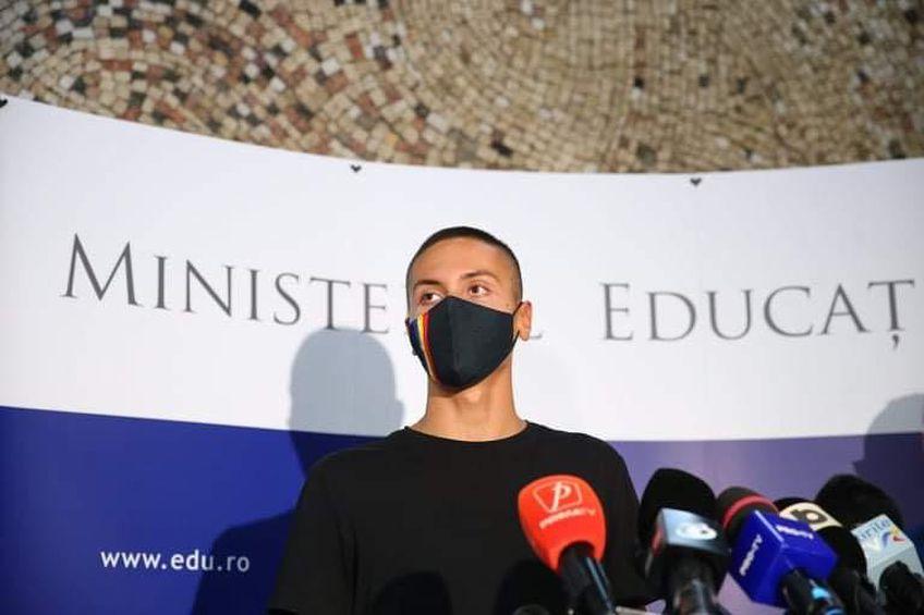 David Popovici (16 ani), cel mai tânăr membru al delegației României de la Jocurile Olimpice, a fost astăzi premiat de Sorin Cîmpeanu, ministrul Educației.