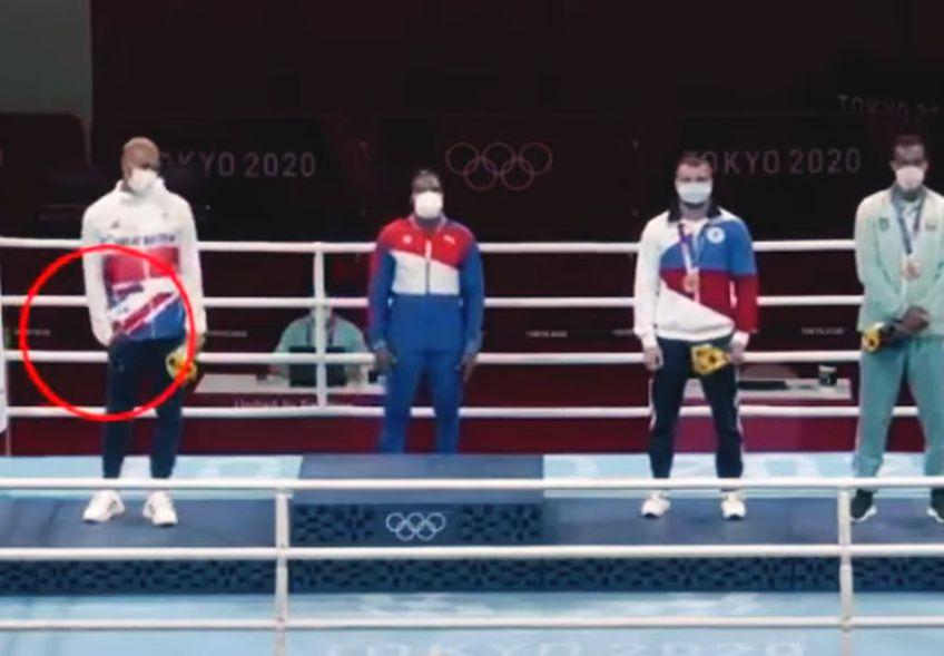 Boxerul britanic Ben Whittaker (24 de ani) a refuzat să poarte medalia de argint cucerită la Jocurile Olimpice de la Tokyo.