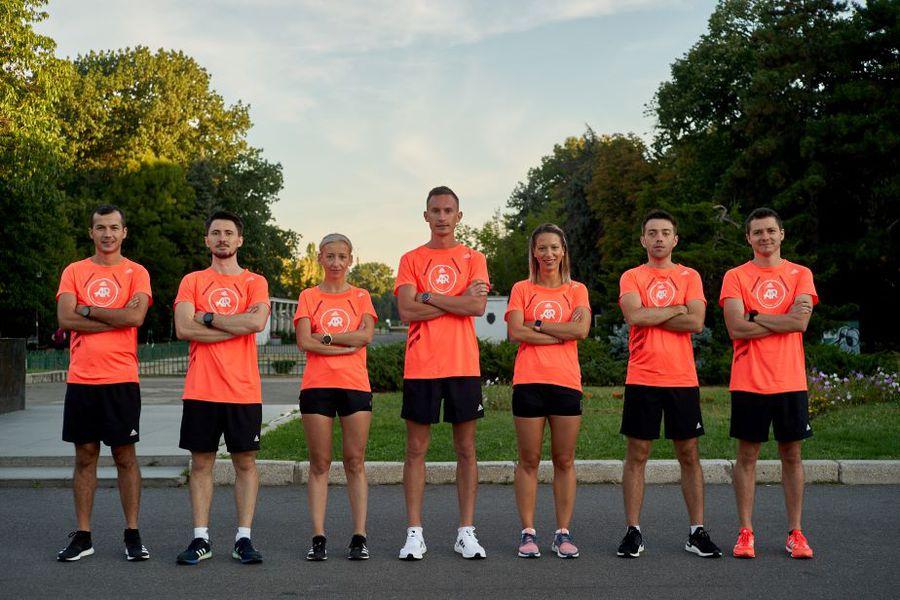 Echipa adidas Runners Bucharest, în centrul imaginii fiind Alexandru Corneschi