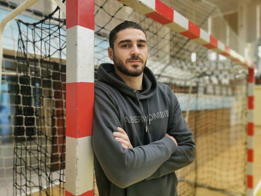 Imagine a lui Daniel Vasile acolo unde se simte cel mai bine pe teren, lângă stâlpul porții Foto Ionuț Coman
