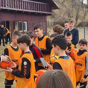 Adrian Mutu, în vizită la Valea Doftanei / Sursă foto: Facebook Primăria Valea Doftanei