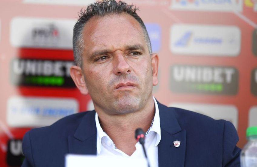 """Cornel Țălnar, 63 de ani, directorul tehnic al lui Dinamo, este de negăsit. """"Câinii"""" n-ar beneficia în niciun fel de activitatea fostului jucător și antrenor al roș-albilor."""