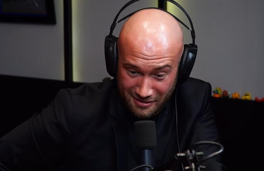 """Mihai Bendeac l-a imitat pe Becali chiar și în timpul interviului alături de comediantul """"Micutzu"""" // Sursă foto: Captură YouTube @M.C.N. Podcast"""
