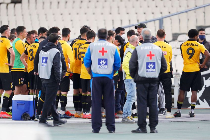 Ultrașii lui AEK au făcut scandal după înfrângerea cu Olympiakos, foto: Imagho