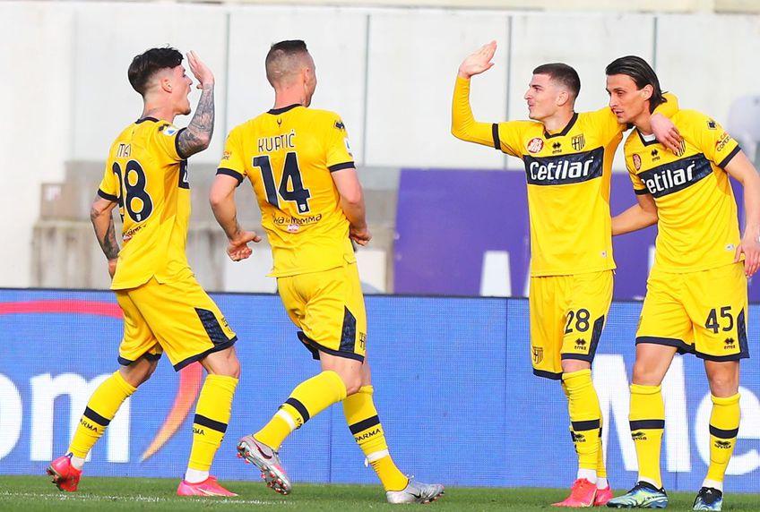 """Dennis Man (22 de ani) și Valentin Mihăilă (21 de ani) sunt considerați """"rezerva de aur"""" pentru Parma, un club aflat aproape de retrogradarea în Serie B."""