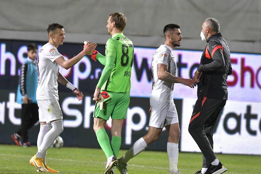 Ștefan Gadola, acționarul minoritar al celor de la CFR Cluj, a anunțat la GSP Live că Giedrius Arlauskis (33 de ani, portar) va rămâne în Gruia și pentru sezonul următor.