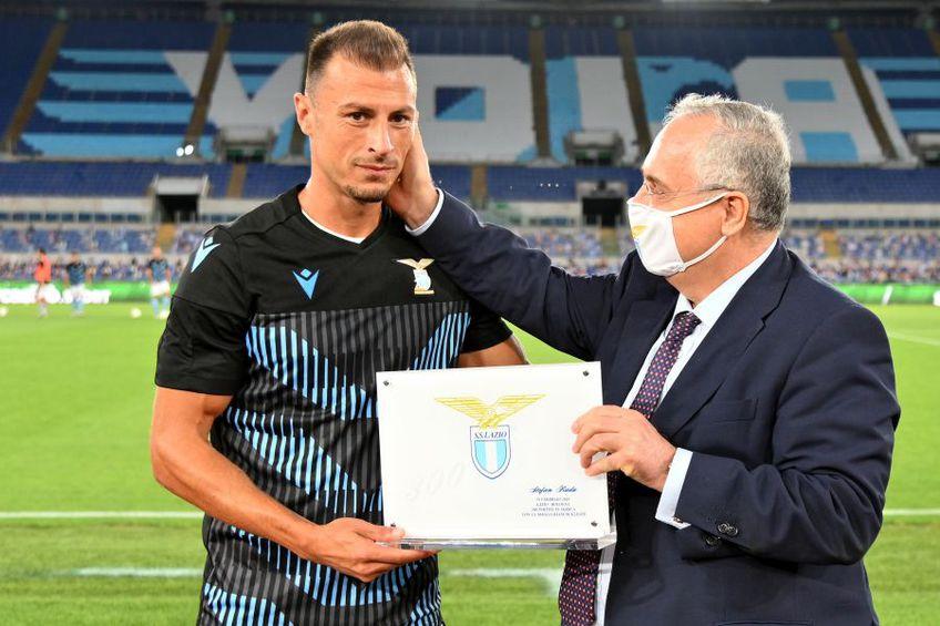 Ștefan Radu a fost premiat de președintele lui Lazio. foto: Guliver/Getty Images