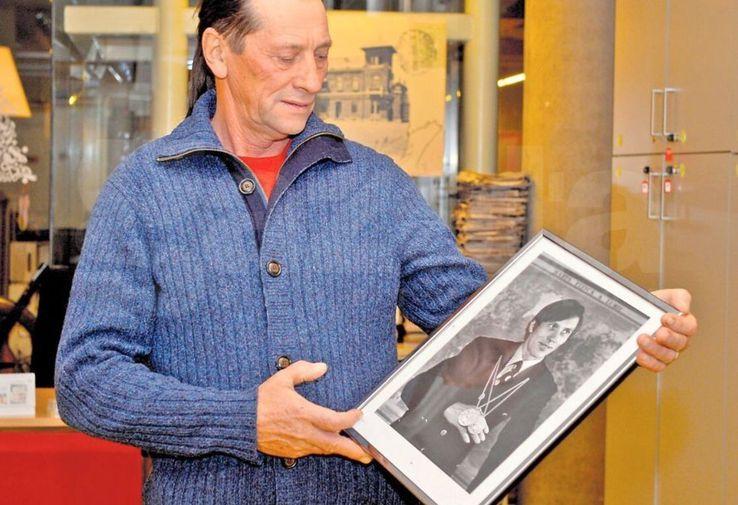 Ivan Patzaichin privind spre versiunea sa mai tânără, cea de la Munchen 1972, unde a cucerit două medalii olimpice, aur și argint  / foto: Gazeta Sporturilor