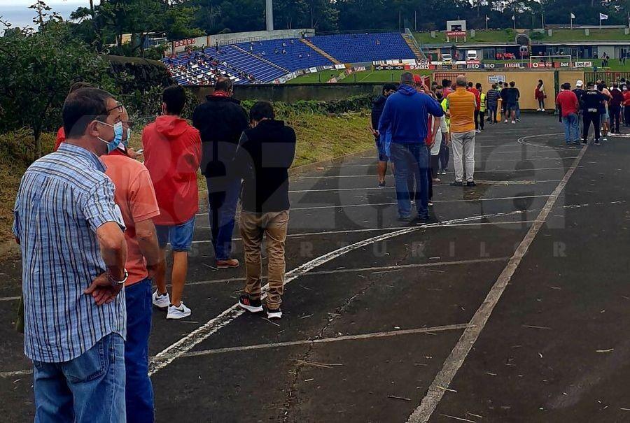 REPORTAJ Cum arată reîntoarcerea în tribune? Gazeta a asistat la primul meci din Portugalia la care s-a permis accesul suporterilor