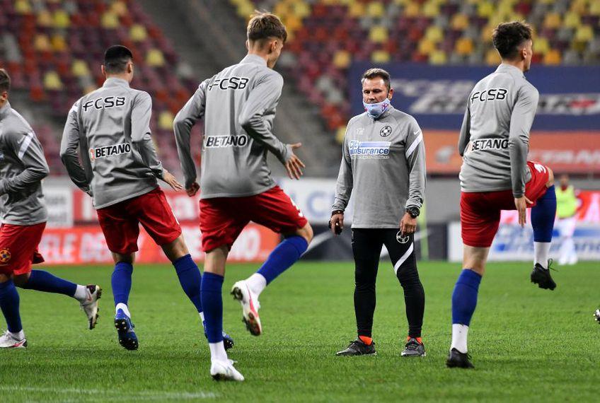Thomas Neubert a aflat în preziua meciului că e negativ, la derby a condus încălzirea de dinainte, iar la final s-a bucurat împreună cu jucătorii pentru victorie