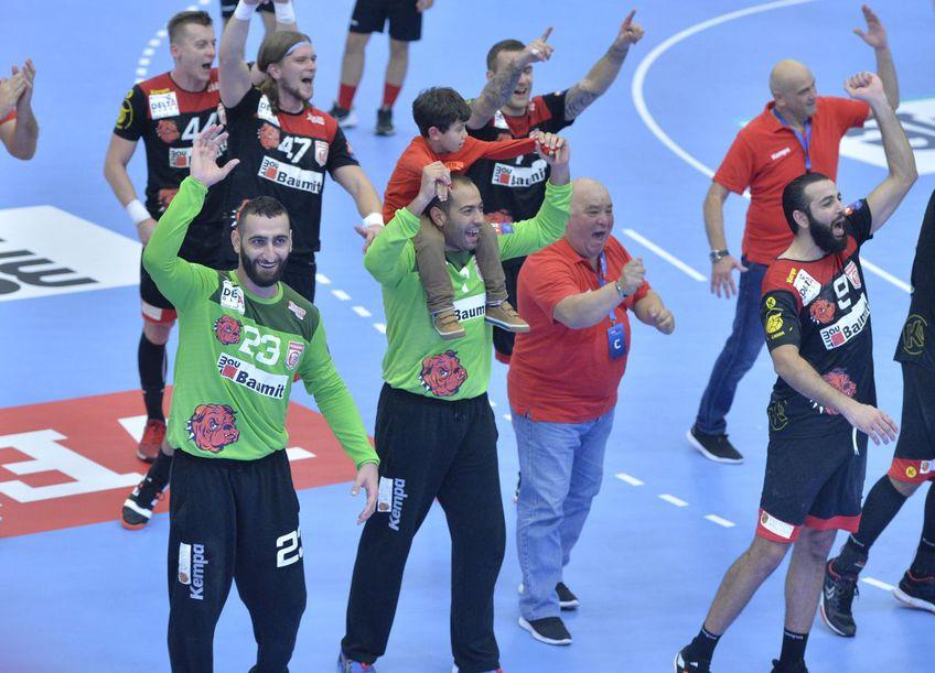 Missaoui, cu fiul în spate, după o victorie europeană obținută de Dinamo