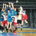 Bistrițencele (în alb) au jucat ultimul meci la Sf. Gheorghe cu Minaur FOTO Minaur Baia Mare