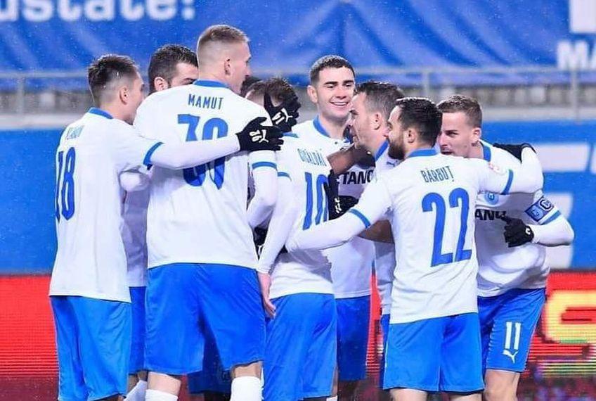 Mihai Rotaru, antrenorul Craiovei, e sunat de alte cluburi cu propuneri pentru mulți dintre jucătorii de linia a doua, în frunte cu Mateiu, Ivan și Ivanov. În schimb, nicio ofertă, deocamdată, pentru vreo vedetă.