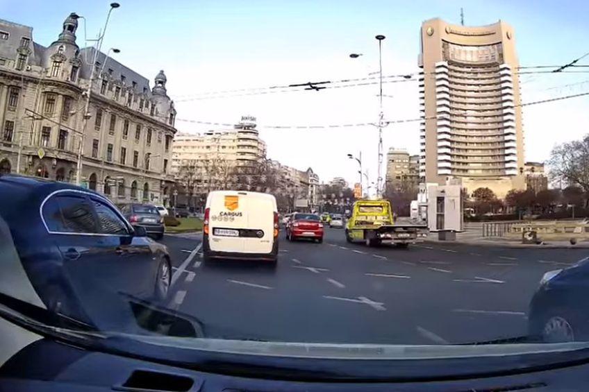 Întâmplarea din traficul bucureștean a ajuns virală / Sursă foto: Captură Facebook Trafictube