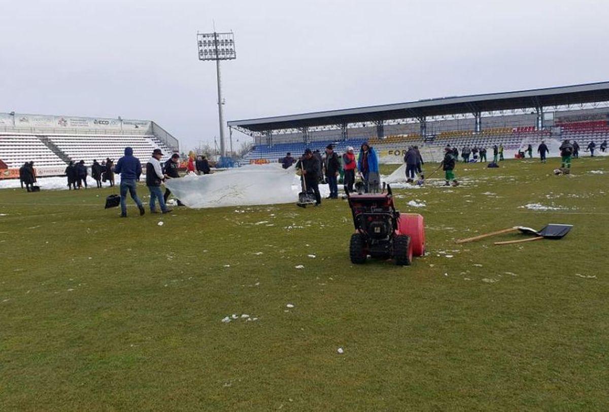 EXCLUSIV VIDEO + FOTO UPDATE Se lucrează din greu la stadionul din Voluntari » Gazonul e gata de meci