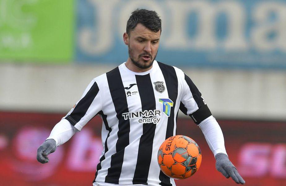 Constantin Budescu, 31 de ani, a intrat în ultimele 6 luni de contract cu Astra. Ioan Niculae, patronul giurgiuvenilor, e încrezător că-i va prelungi mijlocașului ofensiv actuala înțelegere.