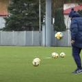 """Mircea Lucescu, 75 de ani, antrenorul celor de la Dinamo Kiev, a """"arestat"""" balonul la unul dintre antrenamentele ucrainenilor."""